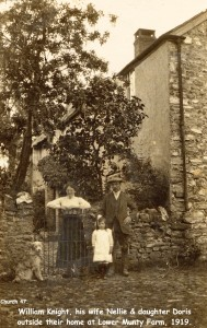 Picture of the Knight Family at Lower Munty Farm 1919