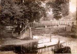 Picture of Mill Bridge, Uffculme, Devon.  Erected by voluntary subscription.  Date unknown.