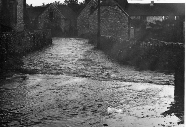 1963 floods,  footpath @ the Castle-1